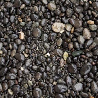 Beach pebbles zwart 0 - 5mm (nat)
