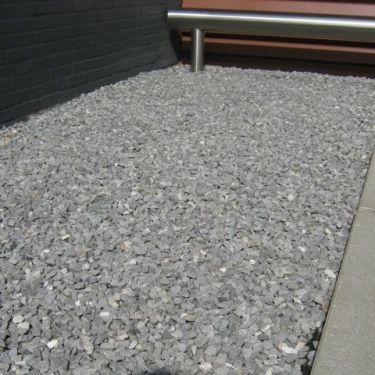 Doornikse kalksteen split aangelegd