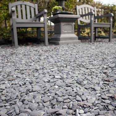 Flat Pebbles zwart 15 – 30mm aangelegd