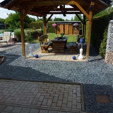 Flat pebbles zwart 30 - 60mm aangelegde tuin