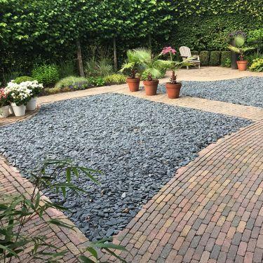Flat Pebbles zwart 30 – 60mm aangelegde siertuin