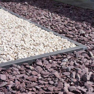 Flat Pebbles paars 30/60mm aangelegde tuin (met Cordoba grind gecombineerd)