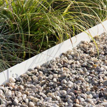 Witte grind aangelegd met een multi-edge afboording