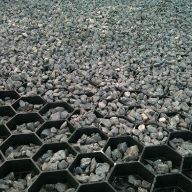 Easygravel®3XL splitplaat zwart aangelegd