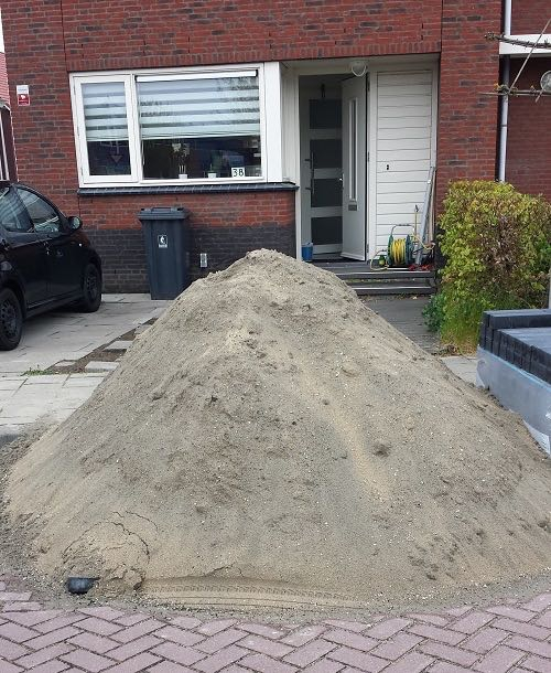 losgestort zand gekiept